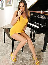 Yellow High Heels, Hot Babes in True High Definition Pics and Vids