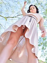 Upskirt Pics: Soraya Spread for the Workers