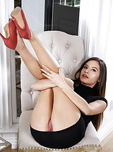 Stilletto Heels, Free Photography Set No. 1384 Zaya Cassidy shows her naked juggs, draws down her knickers and spreads her thighs and hand fucks her tight labia