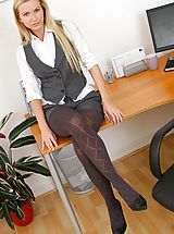 Pantyhose Pics: Beauty blonde comes to work in sexy shorts and gorgeous grey pantyhose