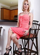 High Heel Boot, Curvy blond milf Jodie Stacks hands her clam.