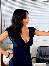 Between Legs, Hot Teacher Diana Prince Gets Her Wet Pussy Filled
