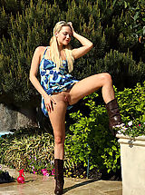 Flexible Mia Malkova Exposes Her Clitoris Then Poses Outdoors - 7/26/2013