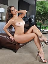 Stilletto Heels, Pussy Picture Set #965 Sexy Lady Carol Luna Naked