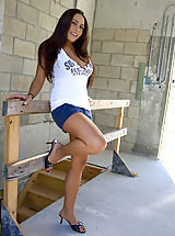 Ladies Heels, Renna gets naked at a construction site