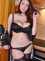 size lingerie, Lucie Wilde
