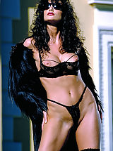 Suze Randall Pics: Julie Strain in black on a hot desert resort, cum join her for meditative relaxation and massage.