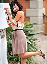 Green Heels, Mandee gets naked in a public place