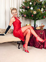 Here's our kinky fully fashioned nyloned Xmas gift MILF for you!